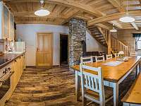 kuchyně s jídelnou velký apartmán - chalupa k pronajmutí
