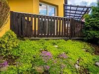 Dveře na terasu a zahradu - chalupa k pronajmutí Lubno