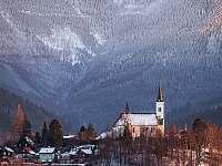 Pohled na Lysou horu a kostel na Borové - chalupa k pronajmutí Lubno