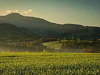 Výhled z Lubenských polí - chalupa k pronájmu Lubno