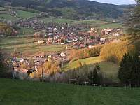 Pohled od chaty do dědiny - ubytování Lužná