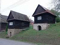 Tip na výlet: Kamenné sklípky v Lužné (kulturní památka) -