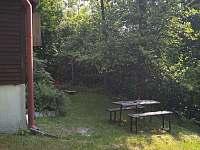 venkovní posezení - chata k pronajmutí Rožnov pod Radhoštěm