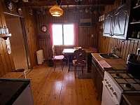 kuchyně s jídelním koutem - chata k pronájmu Nový Hrozenkov