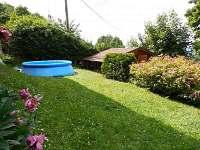 Vyhřívaný bazén u chaty v Trojanovicích