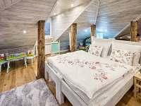 """Apartmán """"Nebe"""" ložnice a dětský koutek - rekreační dům k pronájmu Dolní Lomná"""