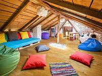 Venkovní dětský koutek - rekreační dům k pronajmutí Dolní Lomná