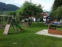 Zahrada s hřištěm pro děti