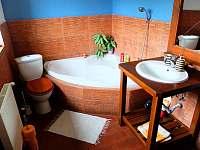 Koupelna s vanou - chalupa ubytování Lhotka