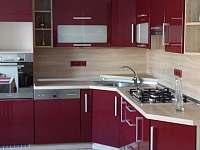 malý apartmán_kuchyň - Hutisko Solanec