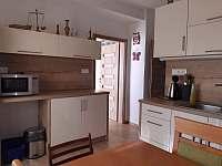 velký apartmán_kuchyň - chalupa k pronajmutí Hutisko Solanec