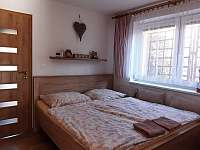 velký apartmán_ložnice v přízemí - chalupa k pronajmutí Hutisko Solanec