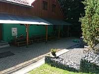 kryté posezení - pronájem chaty Horní Bečva