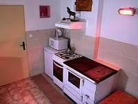 Kuchyň s kamny - chalupa k pronajmutí Huslenky