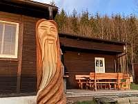 nová dřevěná socha před chatou - k pronajmutí Trojanovice - Raztoka
