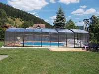 Krytý bazén na zahradě - chalupa k pronájmu Nový Hrozenkov