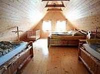 ložnice v patře pro 4 os a dětská postýlka