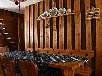 u jídelního stolu - chata ubytování Tyra