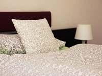 Pokoj č. 3 - dvojlůžkový (manželská postel) - chalupa k pronajmutí Velké Karlovice