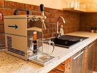 pivní výčep ve spodní kuchyni - pronájem chalupy Kunčice pod Ondřejníkem