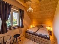 pokoj č.3 se dvěma manželskýma postelema a možnosti spaní 2 osob v podkroví - chalupa k pronájmu Kunčice pod Ondřejníkem