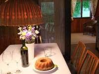 Jídelna s průhledem do obývacího pokoje - chata k pronájmu Frýdlant nad Ostravicí