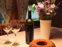 K pobytu získáte jako dárek víno z vlastního vinohradu a babiččinu bábovku - chata ubytování Frýdlant nad Ostravicí