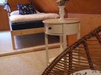 Křeslo v modré ložnici - Frýdlant nad Ostravicí