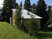 Jihovýchodní pohled na chatu - k pronajmutí Valašské Klobouky