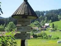 Turistický rozcestník u objektu - chalupa k pronajmutí Horní Bečva