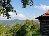 výhled na Javorníky - pronájem chaty Huslenky