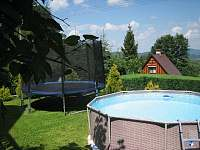 Trampolína a bazén - chata k pronájmu Trojanovice