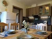 Kuchyně s jídelním stolem pro 6 osob