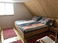 Ložnice pro 4 osoby - chalupa k pronájmu Bzové