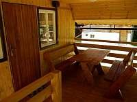Beskydy - terasa a vstup do chaty