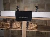 koupelna s toaletou v přízemí - chata k pronajmutí Dolní Lomná