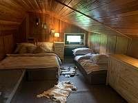 podkrovní pokoj pro čtyři osoby - Dolní Lomná