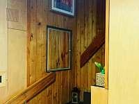 schodiště do 1.patra - pronájem chaty Dolní Lomná