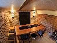 vinárna v suterénu - chata k pronajmutí Dolní Lomná