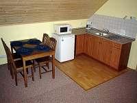 Vrchní kuchyňský kout - chata k pronájmu Visalaje