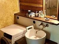 Chalupa koupelna - k pronájmu Karolinka