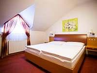 Dvoulůžkový pokoj s manželskou postelí - v podkroví - Vsetín
