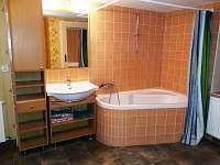 Ap. 2 - koupelna - vana - pronájem chalupy Bratřejov
