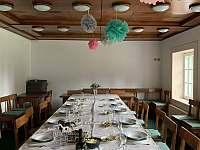 Společenská místnost, jídelna - chalupa k pronájmu Morávka