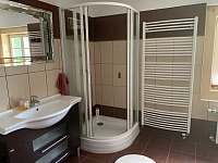 Velká koupelna s vanou a sprchovým koutem - Morávka