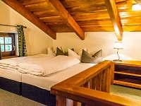 Ložnice s manželskou postelí - chata k pronajmutí Bílá