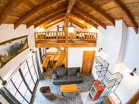 Obývací pokoj a ložnice - pronájem chaty Bílá