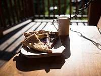 snídaně na terase - Bílá