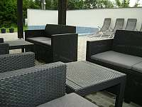 Terasa s bazénem - pronájem apartmánu Dolní Lomná