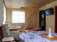 Obývací pokoj s LCD televizí - chata k pronajmutí Dolní Bečva